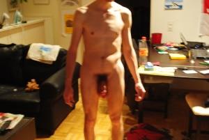 bin 28 Jahre alt bin 1,69m gross, habe braune Augen und braune Haare. Bin spontan und ehrlich. bin eher der schlanke Typ.